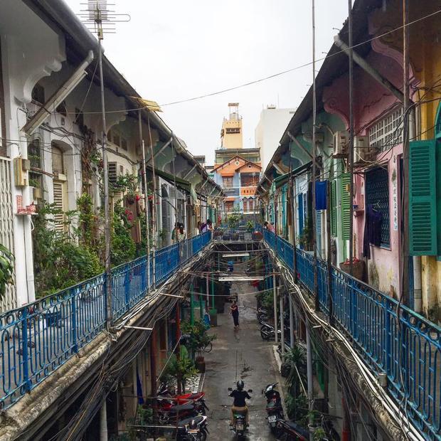 Những dãy nhà san sát nhau đầy màu sắc