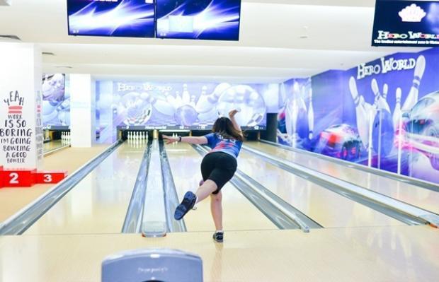 Chơi bowling tại Vincom Royal City hay tại Hero World- The Garden.