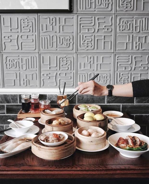 Dạo qua phố đi bộ, nghỉ chân ăn dimsum tại nhà hàng Fu Rong Hua.
