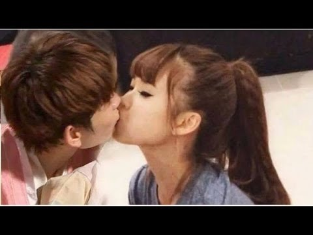 Có ai còn nhớ nụ hôn của cặp đôi lúc này là ở đâu không?