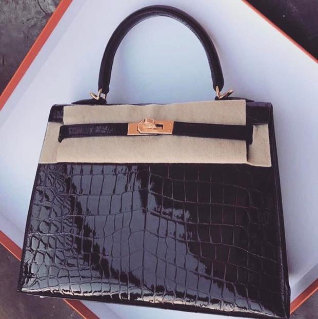 Chiếc túi Hermes Ngọc Trinh đăng tải trên Facebook cá nhân.