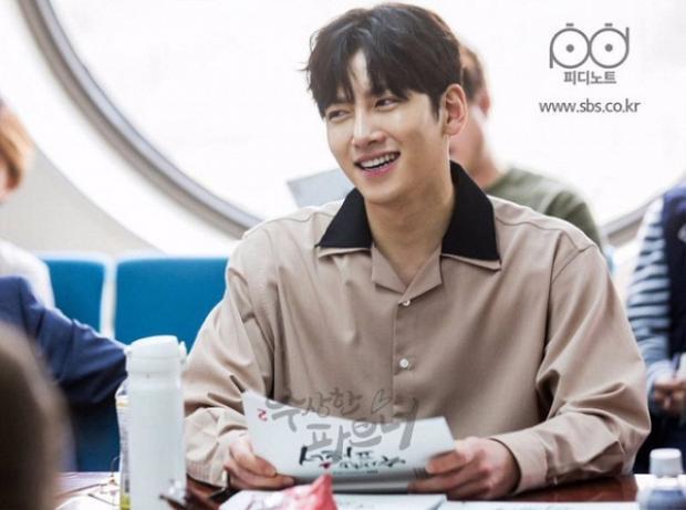 Ji Chang Wook vào vai No Jin Wook - một công tố viên chuyển sang làm luật sư tư cho hãng luật danh tiếng.