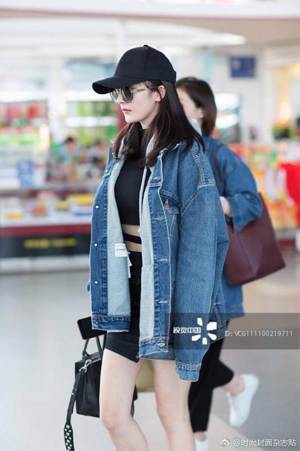 Vắng bóng sau thời gian dài đóng phim, một lần nữa Dương Mịch khiến fan phát cuồng với gout thời trang sân bay siêu sành điệu