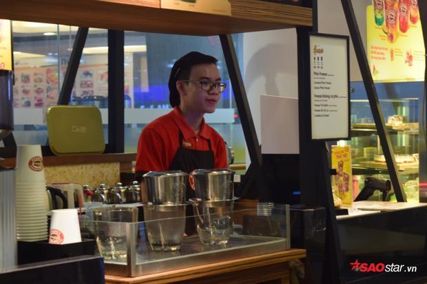 Chủ quán cafe nổi tiếng Sài Gòn: Nhiều khách xem quán cafe là phòng riêng để ôm người yêu ngủ