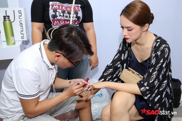 MONSTAR nhắng nhít selfie cùng Hương Giang Idol, Cao Bá Hưng diện áo dài hỗ trợ Bảo Thy