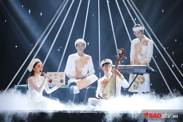 """Bảo Thy - Cao Bá Hưng """"song kiếm hợp bích"""" trong tiết mục chủ đề Âm nhạc dân tộc"""