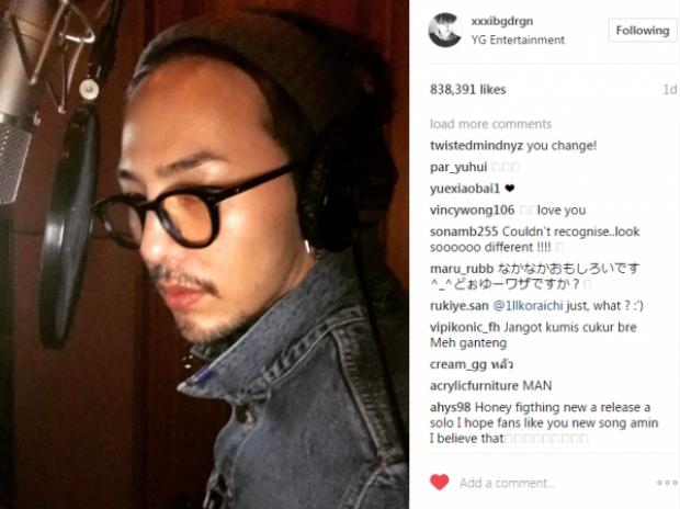 Hình ảnh được GD đăng tải trên instagram chứng minh anh chàng đang âm thầm thu âm ca khúc mới.
