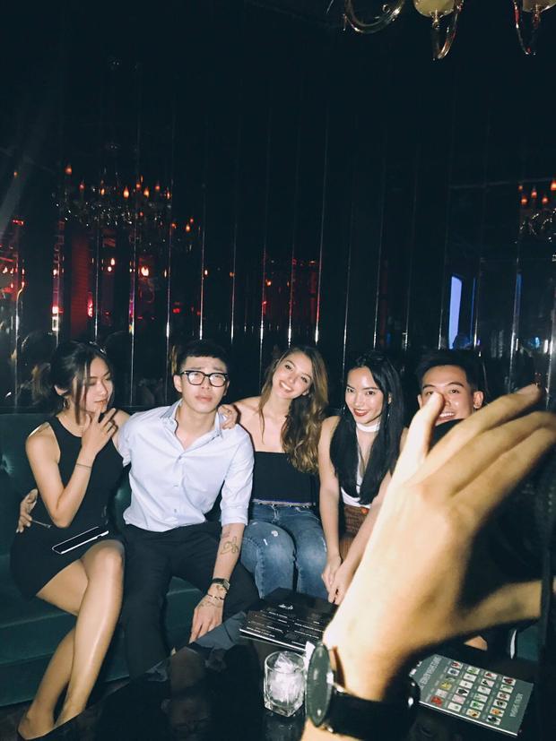 Từ trái qua phải: Nga Wendy, stylist Hoàng Ku, Celine Farach, Châu Bùi và Phở Đặc Biệt.