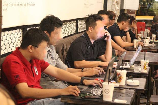Thậm chí có những quán còn mở cửa 24/24 đáp ứng nhu cầu làm việc thâu đêm của một bộ phận giới trẻ Sài Gòn.