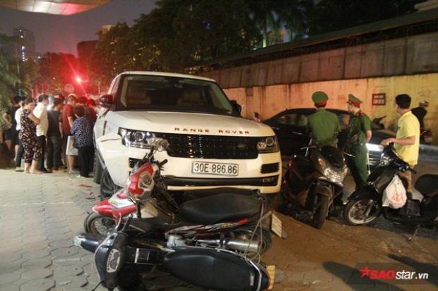 Hiện trường Range Rover đâm hàng loạt xe máy trên đường Hoàng Quốc Việt.