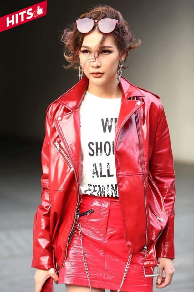 Diệp Linh Châu khoe street style sang chảnh, cá tính trong loạt items được làm từ chất liệu da gam màu đỏ khiến người đối diện không thể không ngước nhìn.