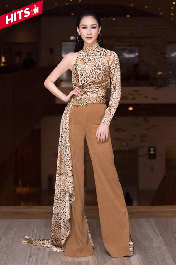 Á hậu Hà Thu theo đuổi hình ảnh nhẹ nhàng hơn khi diện cùng trang phục với Jolie Nguyễn, nhưng cô lại kết hợp cùng quần ống rộng và kiểu tóc vuốt ngược phía sau nhằm thể hiện cá tính riêng của mình.