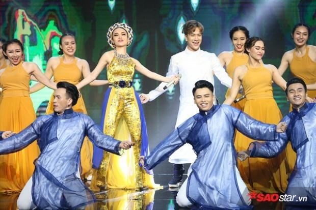 Team Yến Trang đã có tiết mục chia tay với The Remix khá ấn tượng.