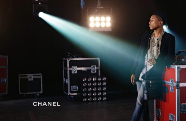 Hình ảnh Pharrell Williams cùng phụ kiện kinh điển trong chiến dịch lần này của Chanel.