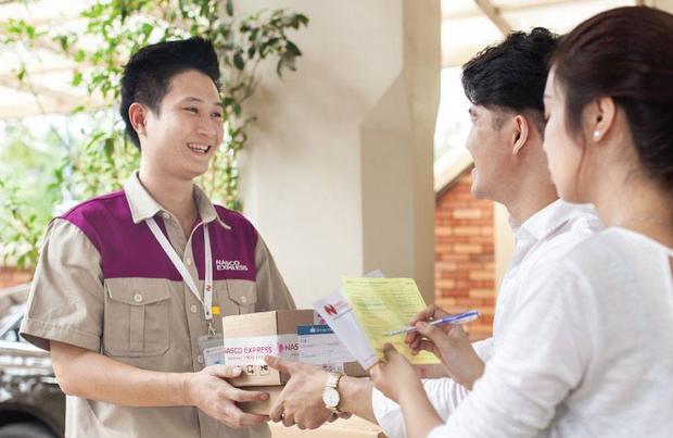Thời đại Internet, các dịch vụ hàng hóa ngày càng đa dạng dẫn đến sự phát triển của nghề giao hàng.