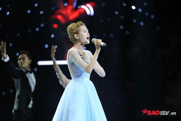 Hiền Hồ - thí sinh team Tóc Tiên góp mặt trong đêm thi loại trực tiếp lần này.