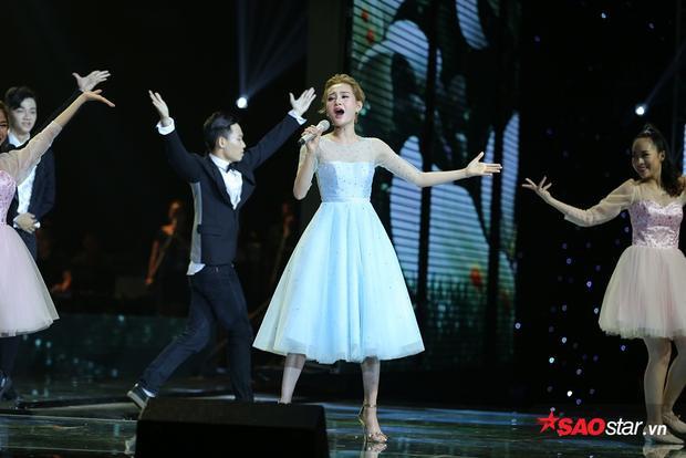 Hiền Hồ hóa công chúa Cinderella, hát nhạc phim Em là bà nội của anh kết thúc trọn vẹn đêm loại trực tiếp