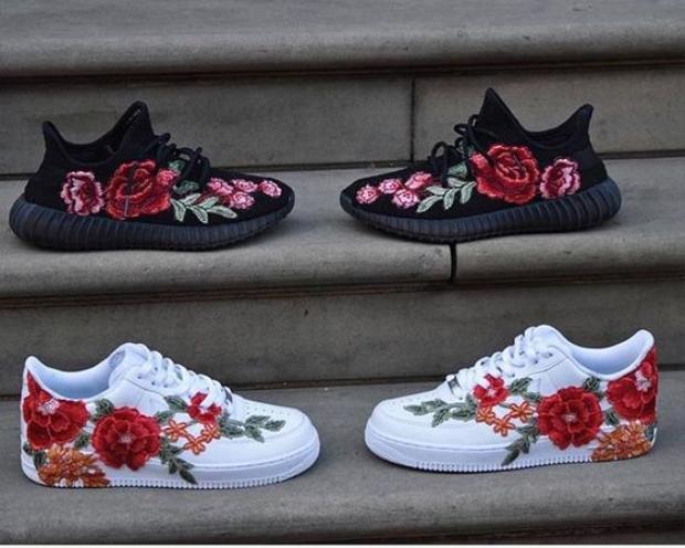 Yeezy và Nike Air Max cũng trở nên mềm mại hẳn khi được phủ hoa như thế này.