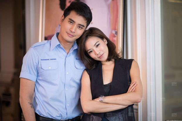 Cris có màn phối hợp ăn ý với nam diễn viên điển trai Panjan.