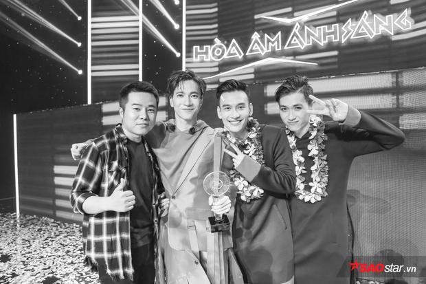 Team S.T giành được Giải Vàng tại Hòa âm ánh sáng mùa 3.