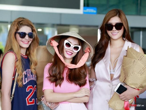 Huỳnh Tiên (ngoài cùng bên phải) cũng xuất hiện trong ngày tiếp đón Celine tại sân bay Tân Sơn Nhất.