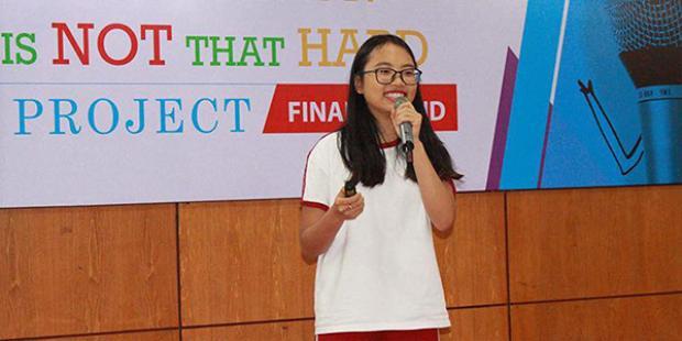 Ở trường, giọng ca Quê em mùa nước lũ luônsở hữu thành tích học tập tốt.