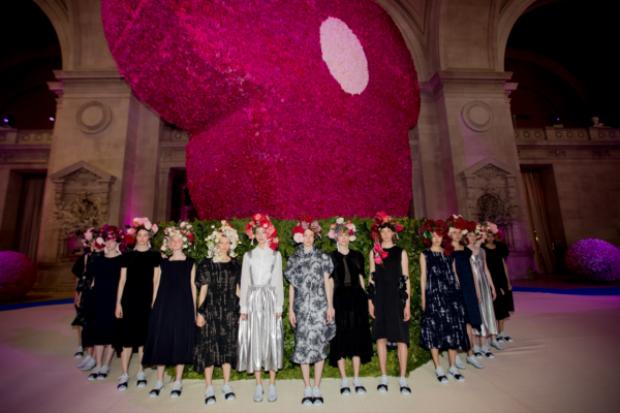 Các người mẫu đều xuất hiện như một điểm sáng với trang phục theo đúng chủ đề của buổi tiệc khiến mọi người như choáng ngợp về tất cả mọi thứ xuang quanh đang diễn ra.
