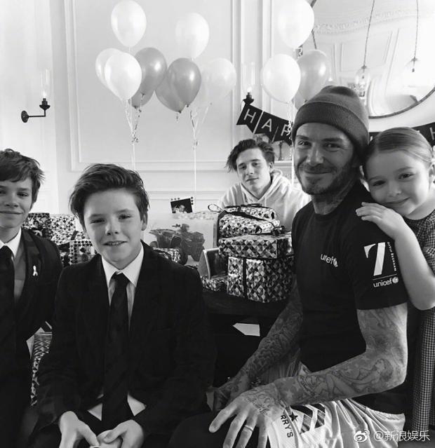 """Bức ảnh gây bão mạng xã hội Instagram khi """"người tình kiếp trước"""" của David Beckham đáng yêu dựa vào vai bố."""