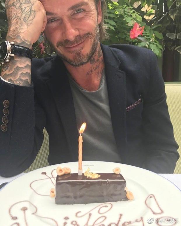 """Victoria kỷ niệm sinh nhật chồng bằng một bức ảnh khác trên Instagram: """"Chúc mừng sinh nhật David Beckham. Cả nhà yêu anh nhiều lắm""""."""