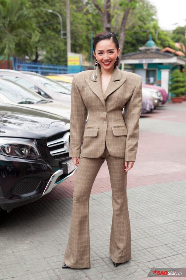 Tóc Tiên xinh đẹp và sang trọng bộ suit lạ mắt.
