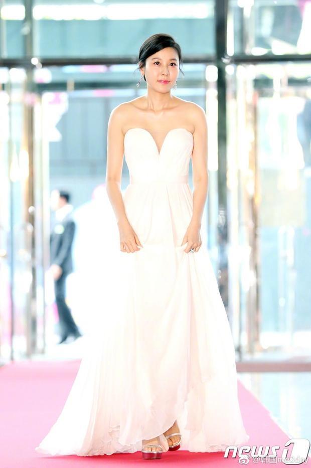 Hơn một năm sau ngày cưới, diễn viên kim người mẫu Kim Haneul ngày càng mặn mà với nhan sắc ở tuổi 39.