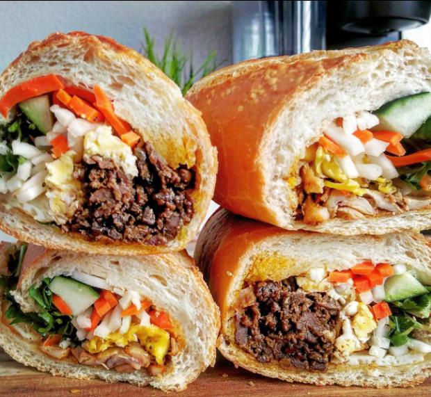 Bánh mì - món ăn đường phố nổi tiếng thế giới của Việt Nam.