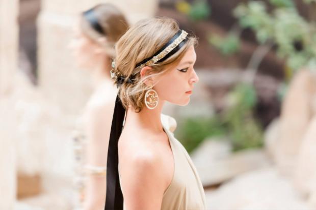 """Băng đô như một phần không thể thiếu của các """"nữ thần"""" Hy Lạp ngày xa xưa."""