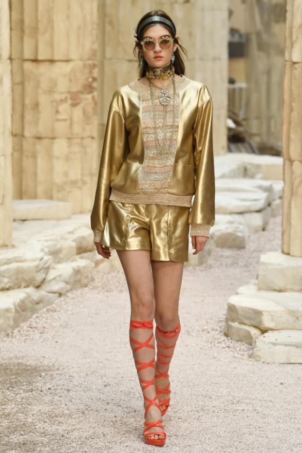 Muốn chiêm ngưỡng một Hy Lạp cổ đại giữa lòng Paris, chắc chắn bạn phải xem ngay show diễn Chanel Cruise 2018