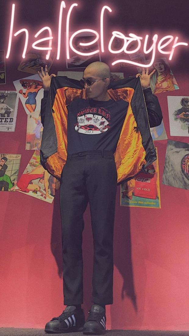 Phong cách vintage với quần tây, áo thun in logo và bomber cũng khiến chàng traimê mệt.