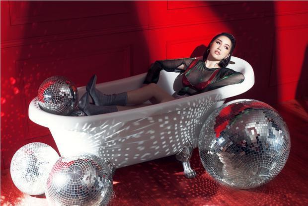 MV do ekip Chaidao của đạo diễn Khương Vũ thực hiện hứa hẹn ấn tượng không kém màn trình diễn live ở Remix New Generation.