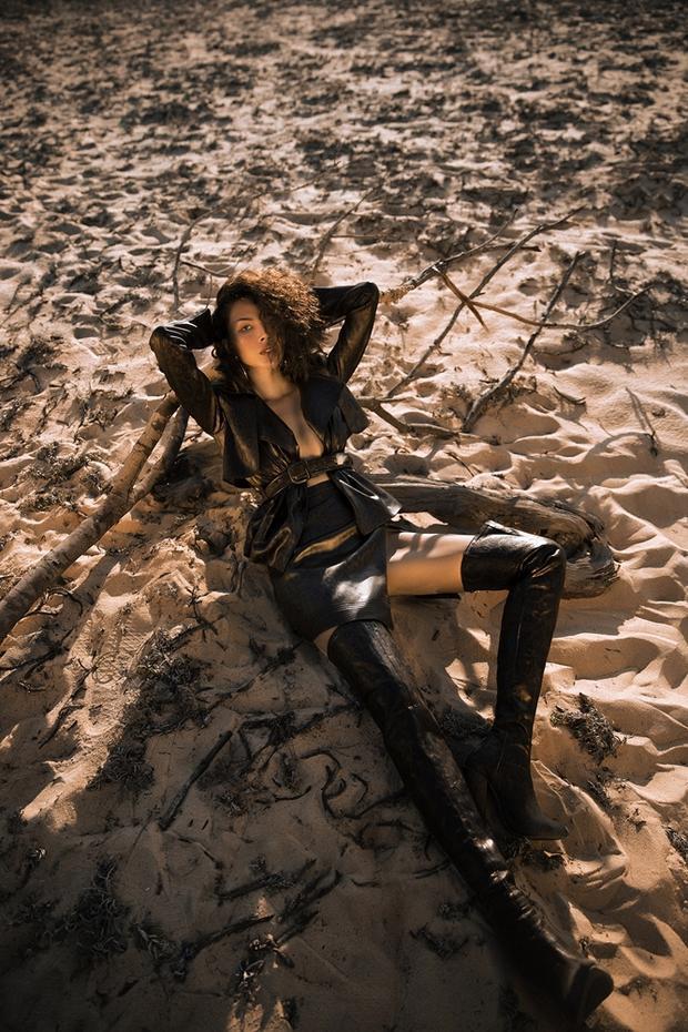 Minh Triệu được Lê Thanh Hòa chọn mặt gửi vàng và cô đã hoàn thành một cách xuất sắc nhất khi thể hiện đúng tinh thần của BST của NTK tài năng này.