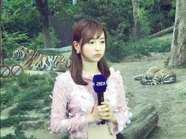 Dù đã 26 tuổi nhưng gương mặt của nữ MC nhà KBS vẫn rất dễ thương và trẻ trung.
