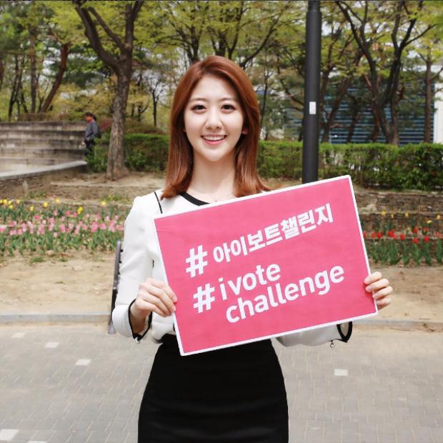 So Young là MC dẫn thời tiết của đài SBS. Trước đó cô cũng đã làm MC cho đài MBN.
