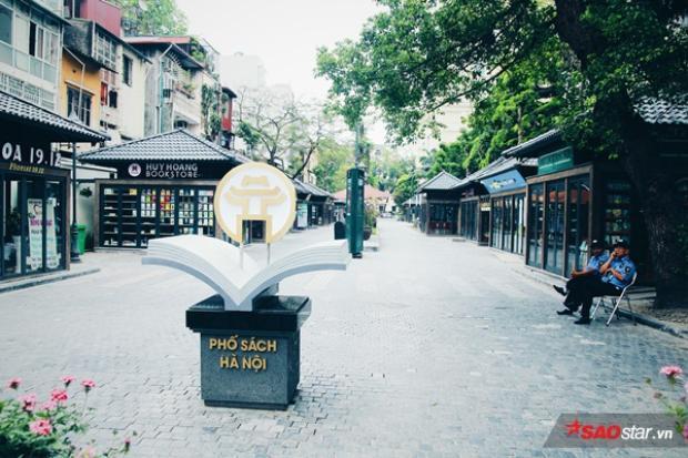 Phố sách 19 tháng 2 là phố sách đầu tiên ở Hà Nội.
