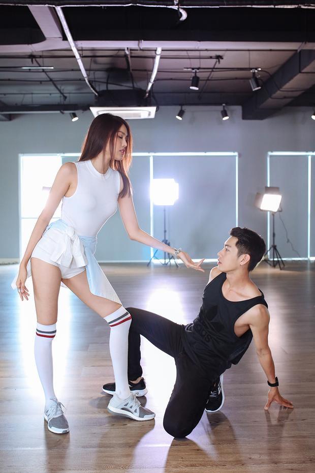 Lan Khuê khoe vũ đạo sexy bên Quang Đăng trên nền nhạc hit của Jiyeon (T-ara)