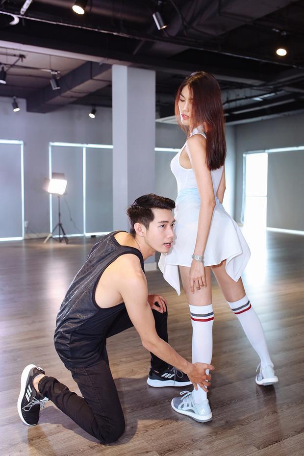 Cùng xem 1 số hình ảnh của Lan Khuê và Quang Đăng trong clip dance cover mới nhất…