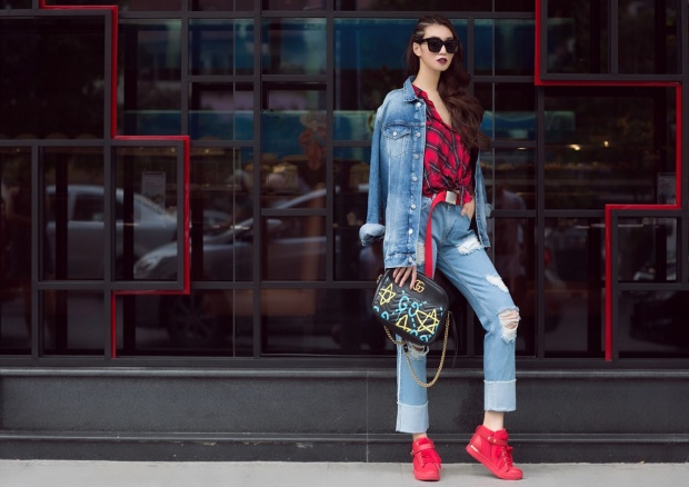Khánh My ra phố vẫn sành điệu chẳng khác gì diễn thời trang