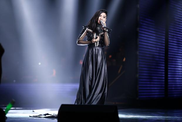 Hiền Mai đến từ team Noo Phước Thịnh thể hiện ca khúc tiếng Anh Dont wanna miss a thing- bài hát kinh điển của nhóm Aerosmith.
