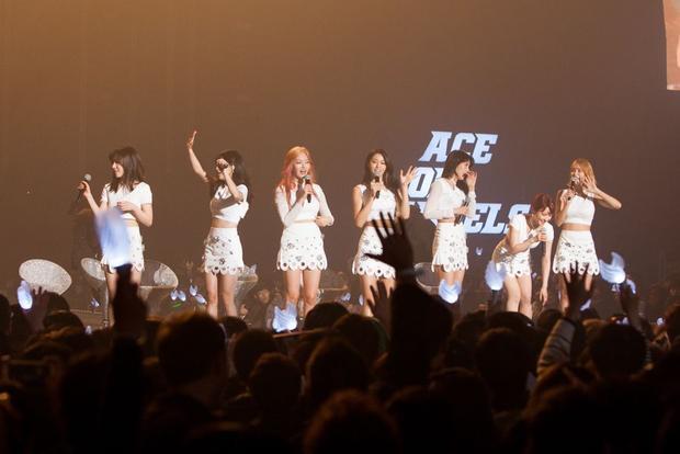 Tuy nhiên lời đính chính của FNC đã làm người hâm mộ yên tâm phần nào.