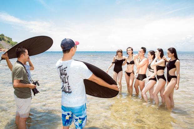 Dù khá bận rộn với công tác chuẩn bị cho cuộc thi nhưng Thuận Nguyễn vẫn tới Nha Trang để chụp hình cùng các mỹ nhân Việt.