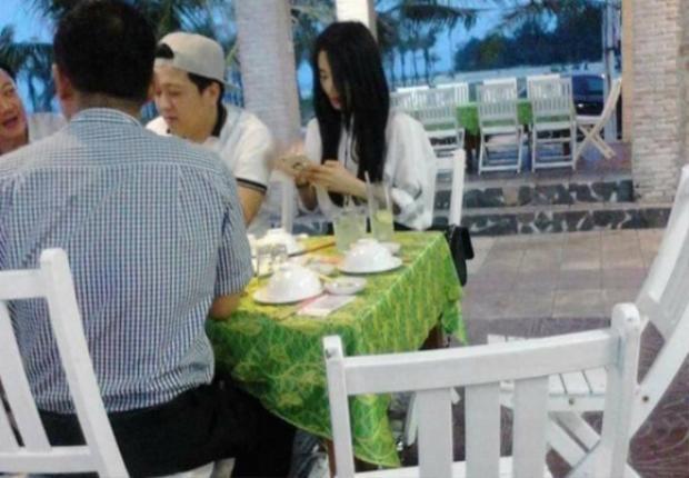 Nhã Phương bị bắt gặp được Trường Giang đưa về ra mắt gia đình ở Quảng Nam.