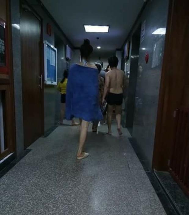 Vừa lộ thân hình mũm mĩm khi đi bơi, Trường Giang bị bắt gặp đưa Nhã Phương về ra mắt gia đình
