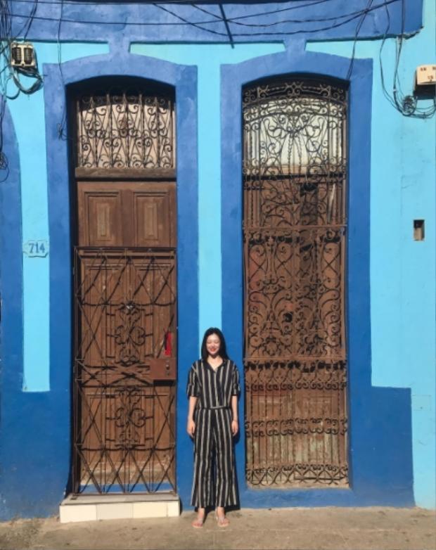 Cô nàng tung tăng khoe ảnh du lịch khắp các địa điểm nổi tiếng ở Cuba.