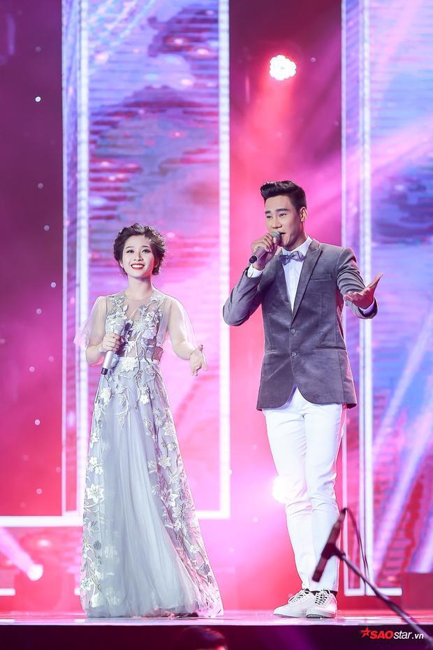 Helen Thủy - Alan Hùng Cường đẹp đôi trên sân khấu